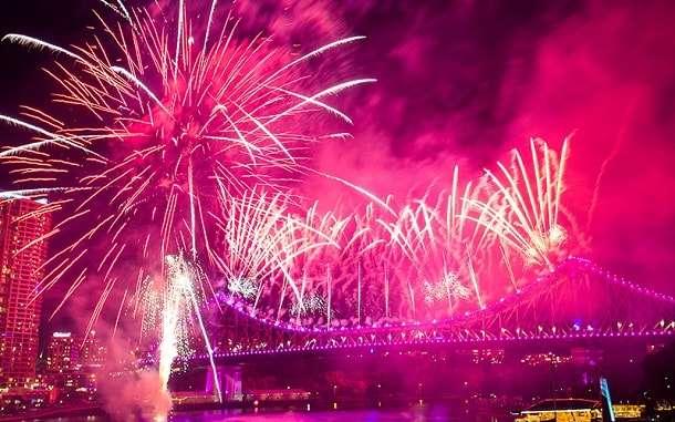 Watch Riverfire in Brisbane Vantage Points